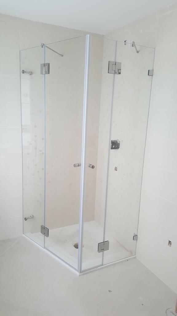 מקלחון זכוכית3