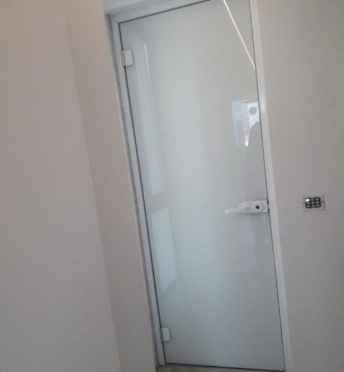 דלת זכוכית 2