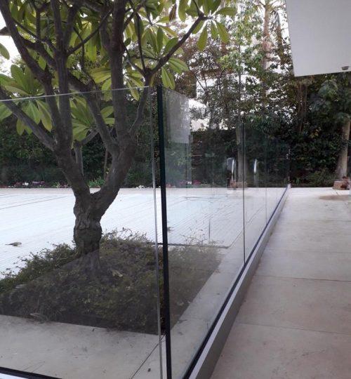 מעקה זכוכית2