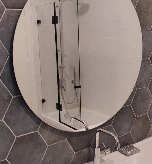 מראה עגולה במקלחת